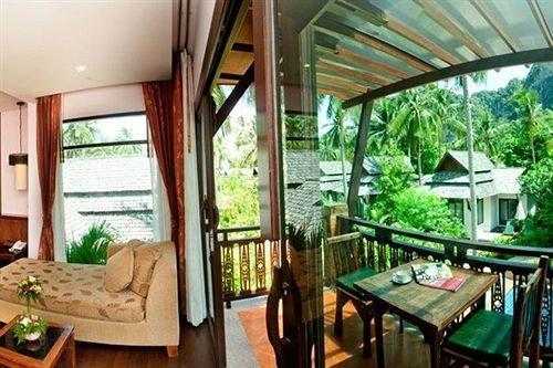 property Resort cottage Villa home condominium eco hotel Dining dining table