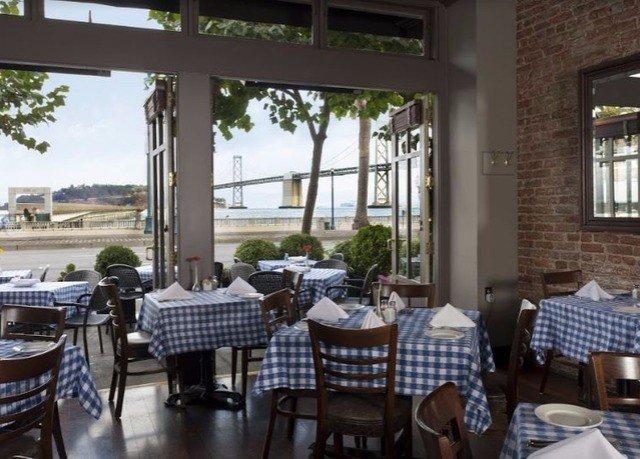 property restaurant Resort cottage condominium Villa Dining porch dining table