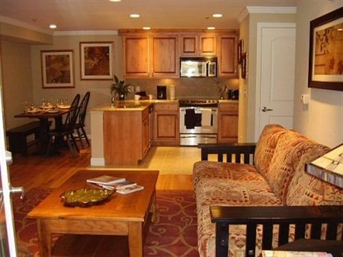 property home cottage hardwood cuisine classique living room cabinetry farmhouse Suite Dining leather dining table