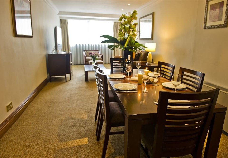chair Dining property restaurant home living room Suite cottage dining table
