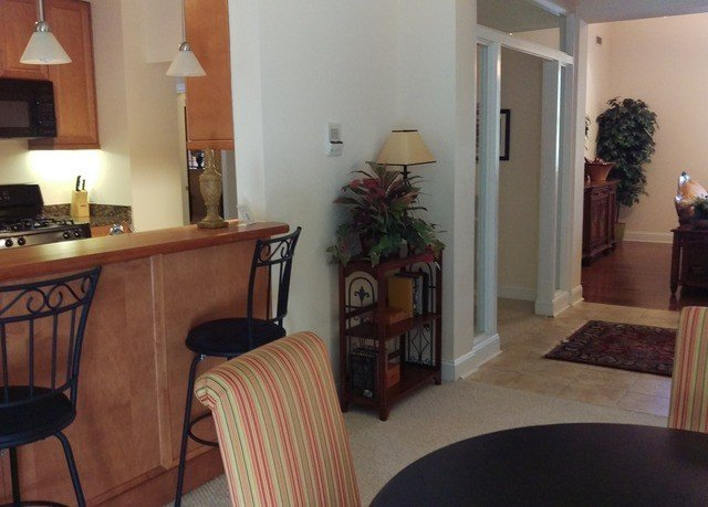 chair property home cottage hardwood Dining living room Villa Suite condominium leather