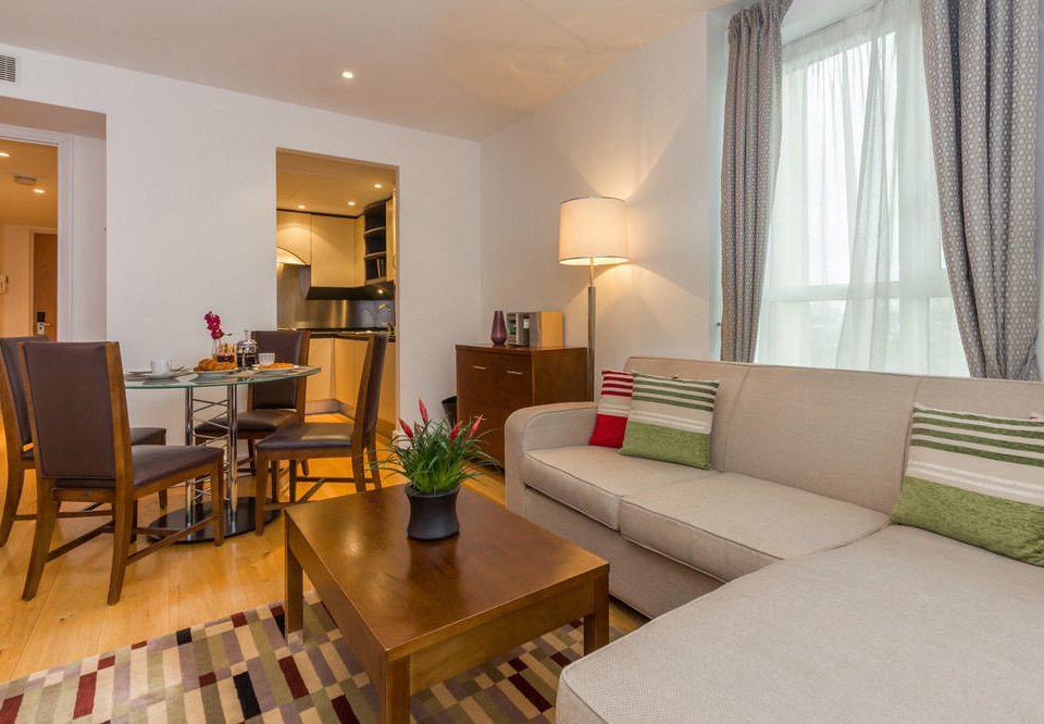 property condominium living room Suite home hardwood cottage Villa Dining