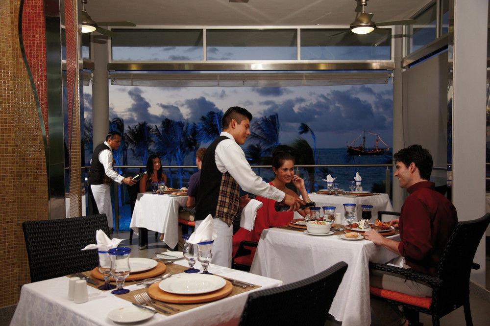 restaurant lunch sense dining table