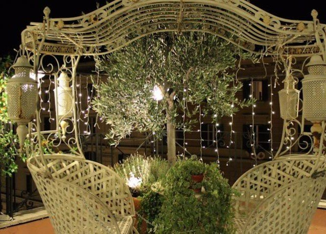 plant mansion dining table