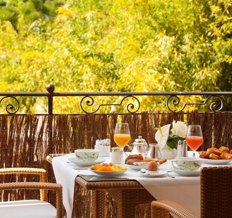 tree restaurant dining table