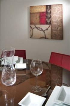 wine restaurant dining table