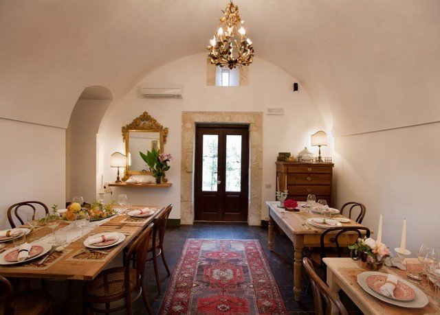 property living room home cottage farmhouse Villa mansion counter Dining breakfast