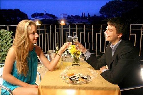 woman restaurant sense dinner