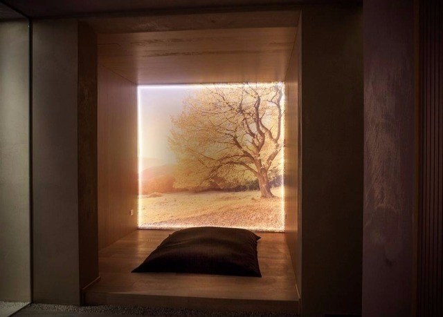 picture frame lighting living room door