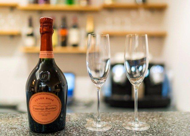 wine bottle alcoholic beverage Drink champagne beverage empty beer wine bottle drinkware distilled beverage alcohol