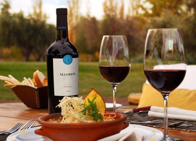 wine alcoholic beverage red Drink brunch restaurant sense food dinner alcohol