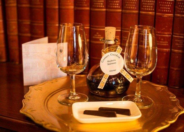 wine glasses distilled beverage alcoholic beverage Drink liqueur whisky
