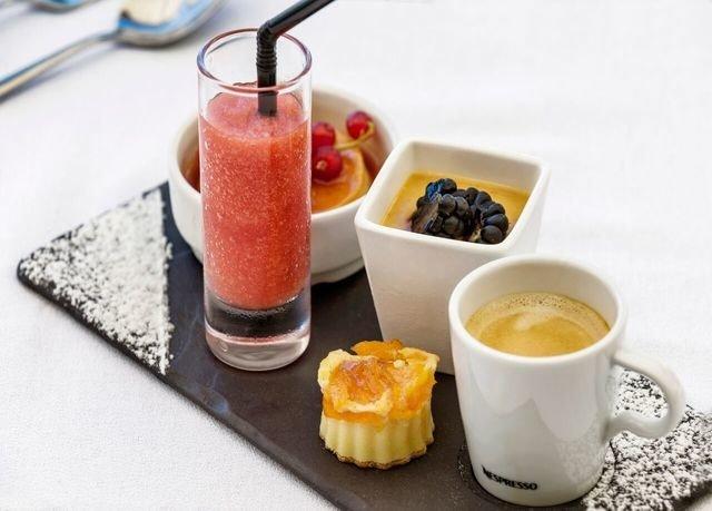 cup coffee food plate Drink breakfast smoothie fruit brunch dessert tray