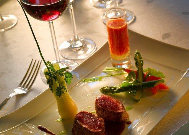 food plate restaurant brunch dinner hors d oeuvre lunch supper sense Drink dining table piece de resistance