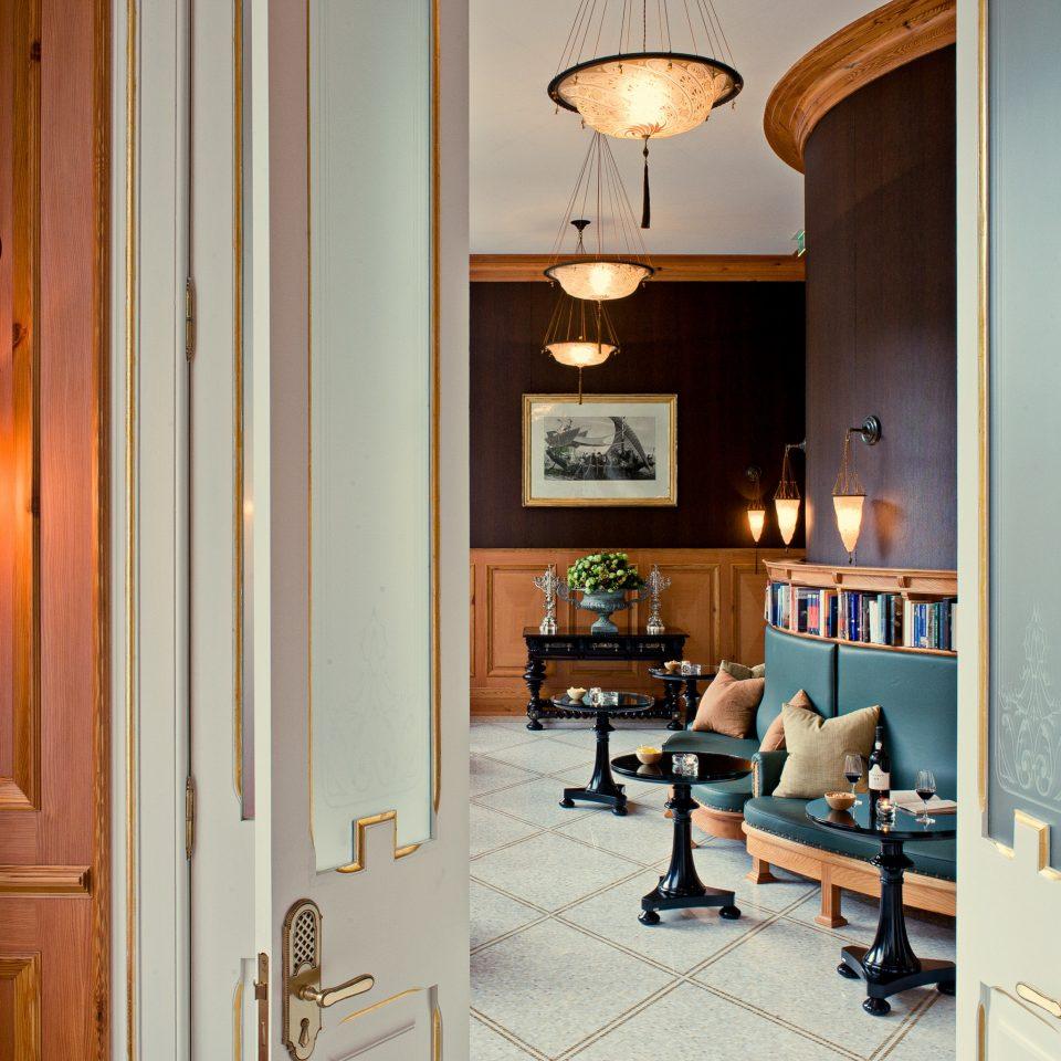 Drink Eat Elegant Lounge property home house living room lighting hall cottage cabinetry Kitchen