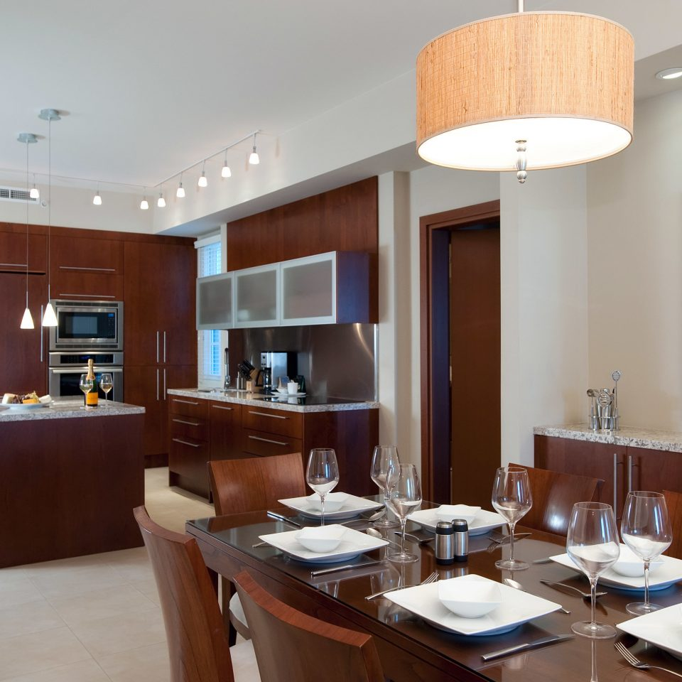 Drink Eat Resort property home Kitchen condominium living room cabinetry Suite counter Island dining table