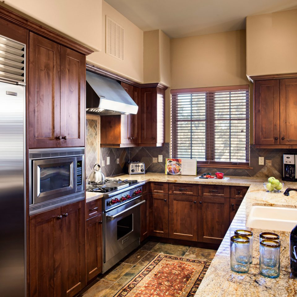 Drink Eat Kitchen Resort Suite cabinet property home stainless cabinetry appliance countertop cottage cuisine classique steel Modern Island