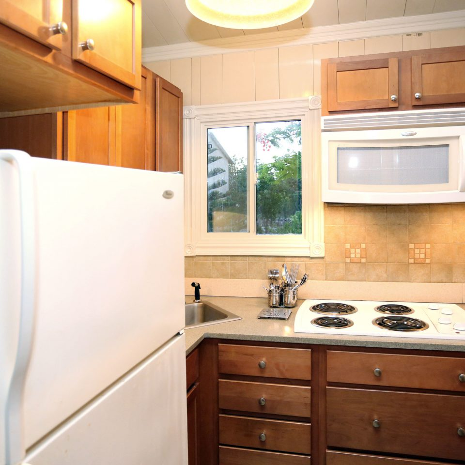 Drink Eat Kitchen Resort cabinet property bathroom home cabinetry countertop cottage stove kitchen appliance appliance