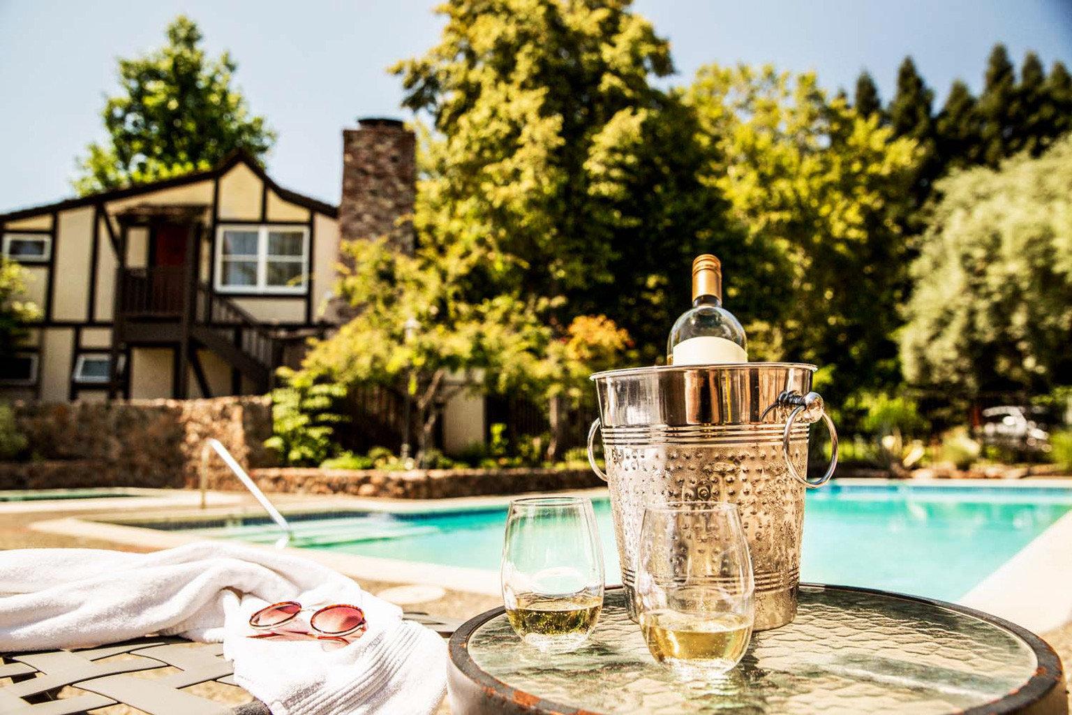 Drink Exterior Inn Patio Pool Romantic tree home lighting restaurant cottage backyard