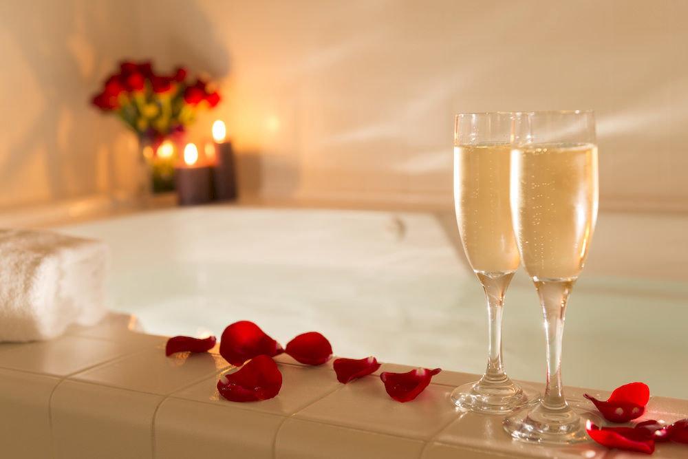 Drink Honeymoon Hot tub/Jacuzzi Romance red container centrepiece wine glass lighting wine restaurant glass stemware