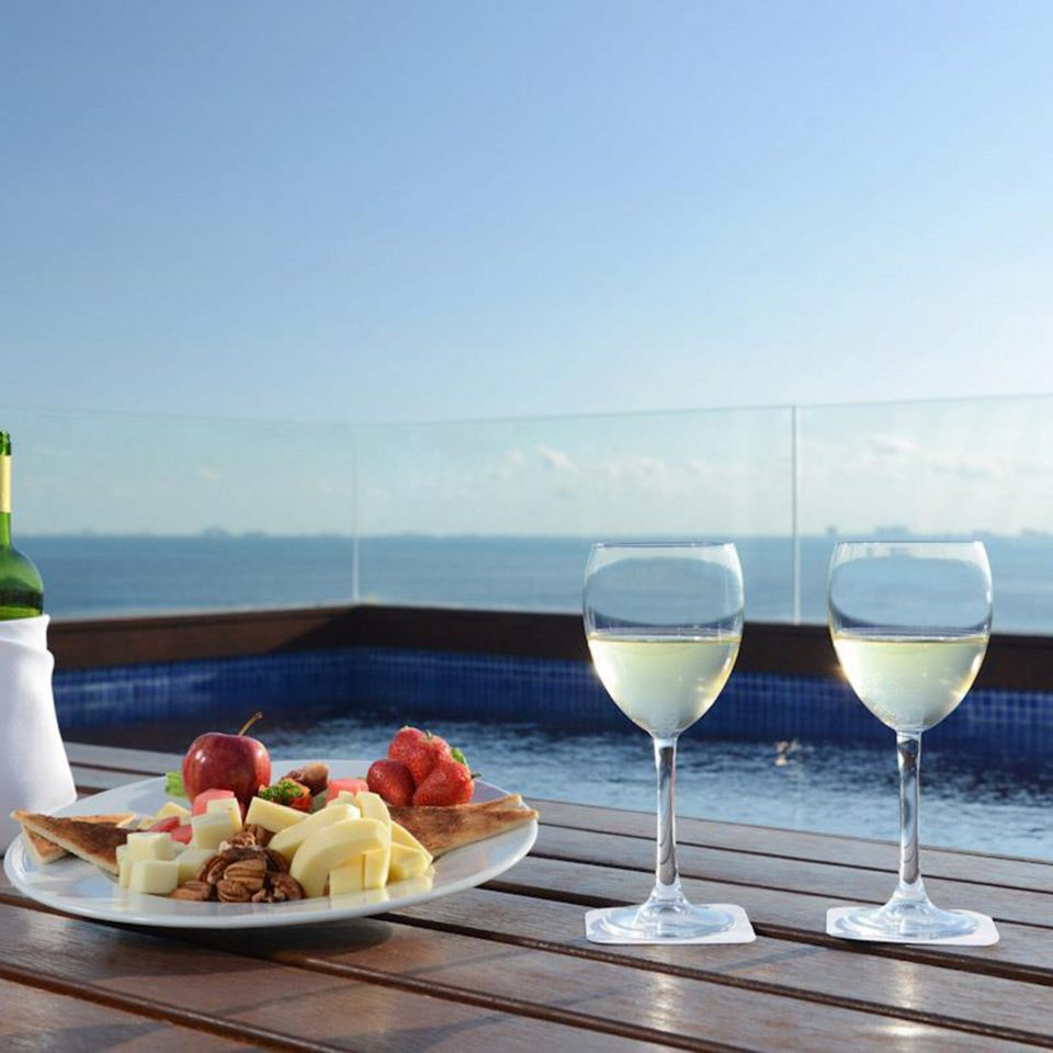 Drink Modern Ocean Scenic views Waterfront sky restaurant glass