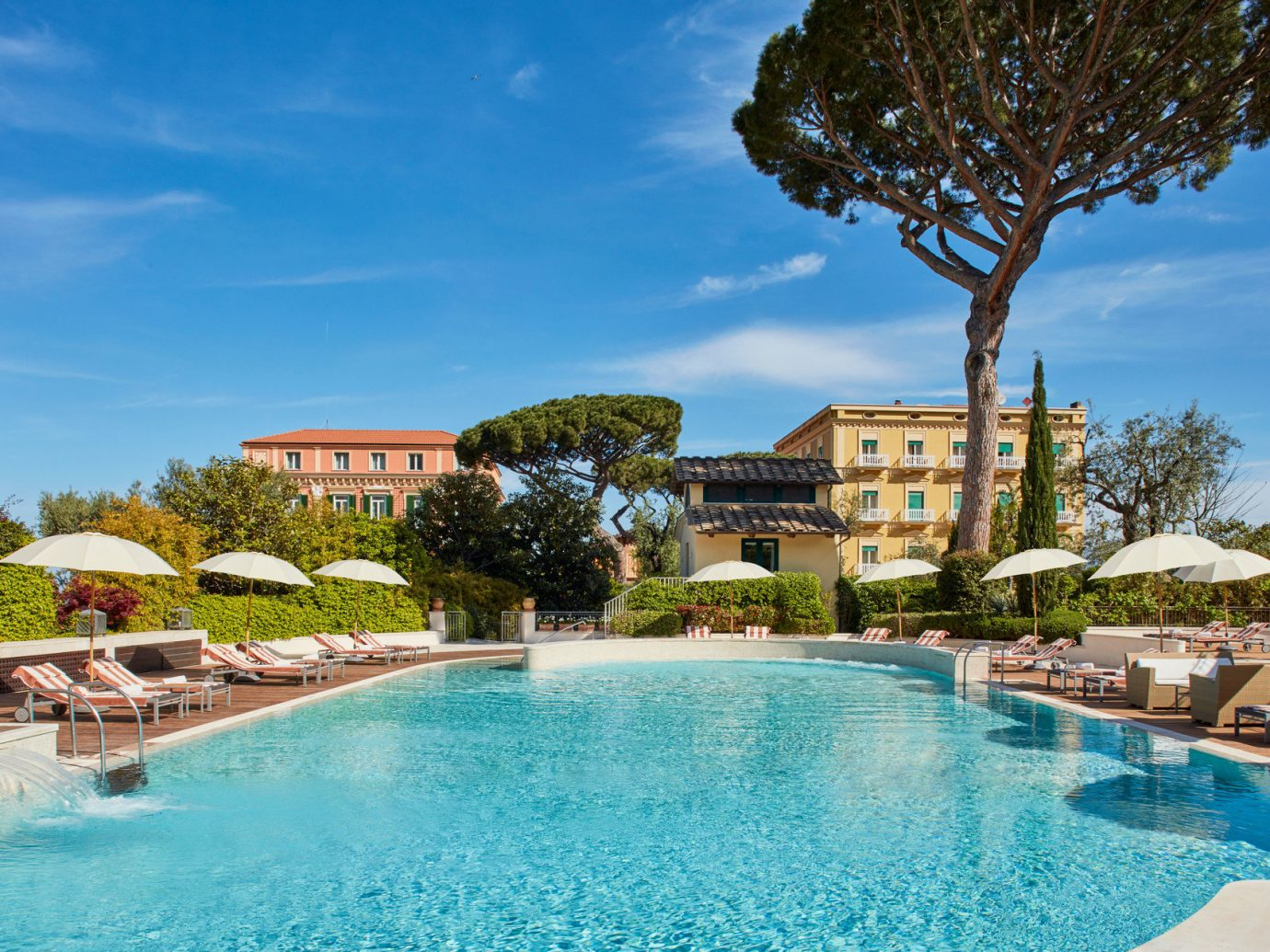Pool and exterior view of Grand Hotel Excelsior Vittoria, Sorrento