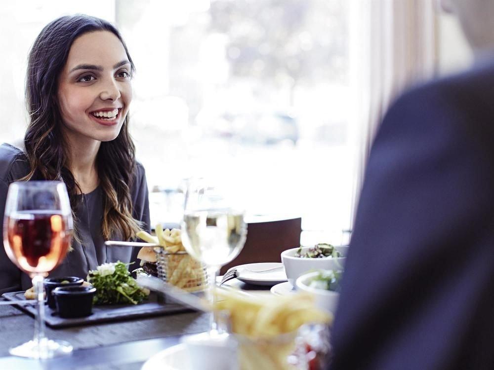 woman eating sense lunch