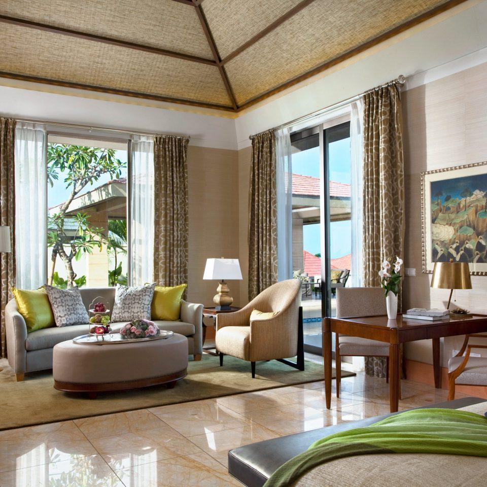 Elegant Hip Luxury Modern Pool Scenic views Villa property living room home condominium Suite mansion Resort cottage