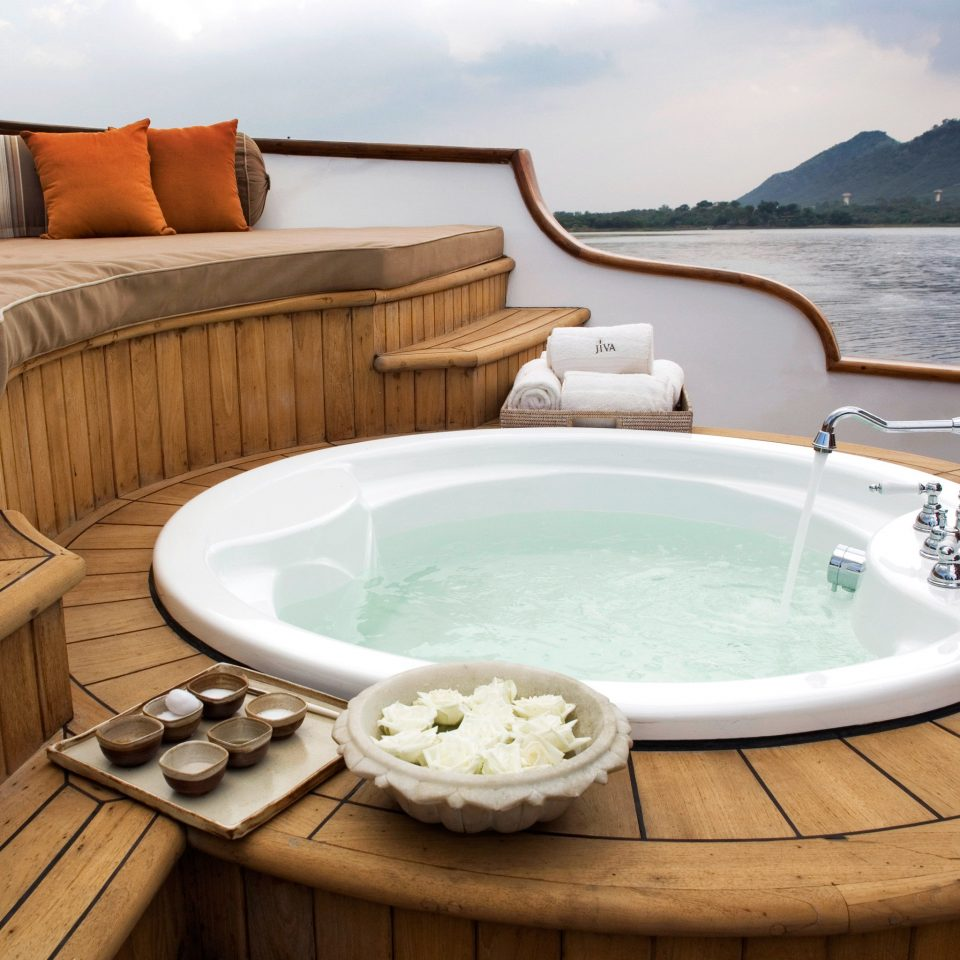 Elegant Hot tub Hot tub/Jacuzzi Luxury Resort Scenic views Spa Waterfront sky water swimming pool bathtub vessel jacuzzi