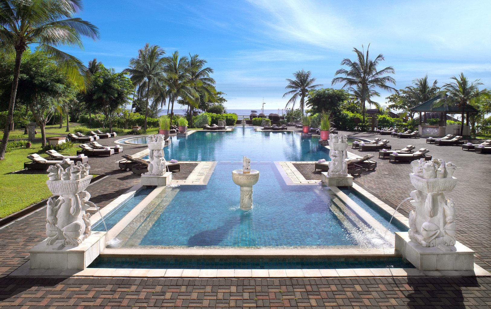 Elegant Lounge Luxury Pool tree sky swimming pool leisure Resort property reflecting pool resort town Villa palace condominium set palm