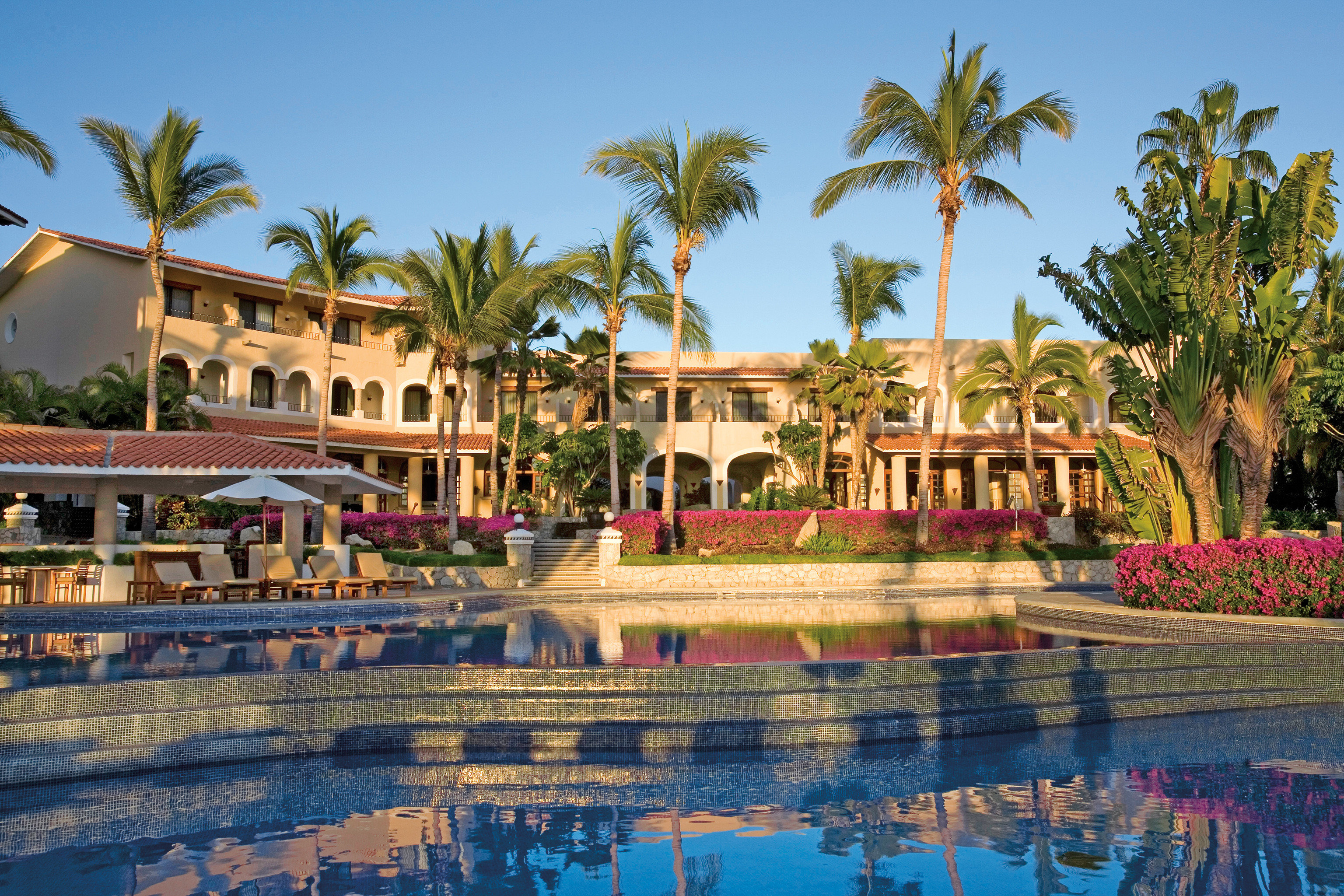 Elegant Lounge Luxury Pool sky tree leisure Resort swimming pool palace palm arecales amusement park park plaza temple