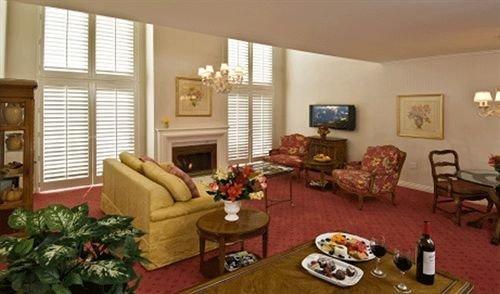 Elegant Lounge living room property home cottage hardwood Suite condominium