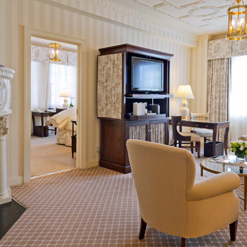Elegant Lounge property living room Suite condominium home cottage