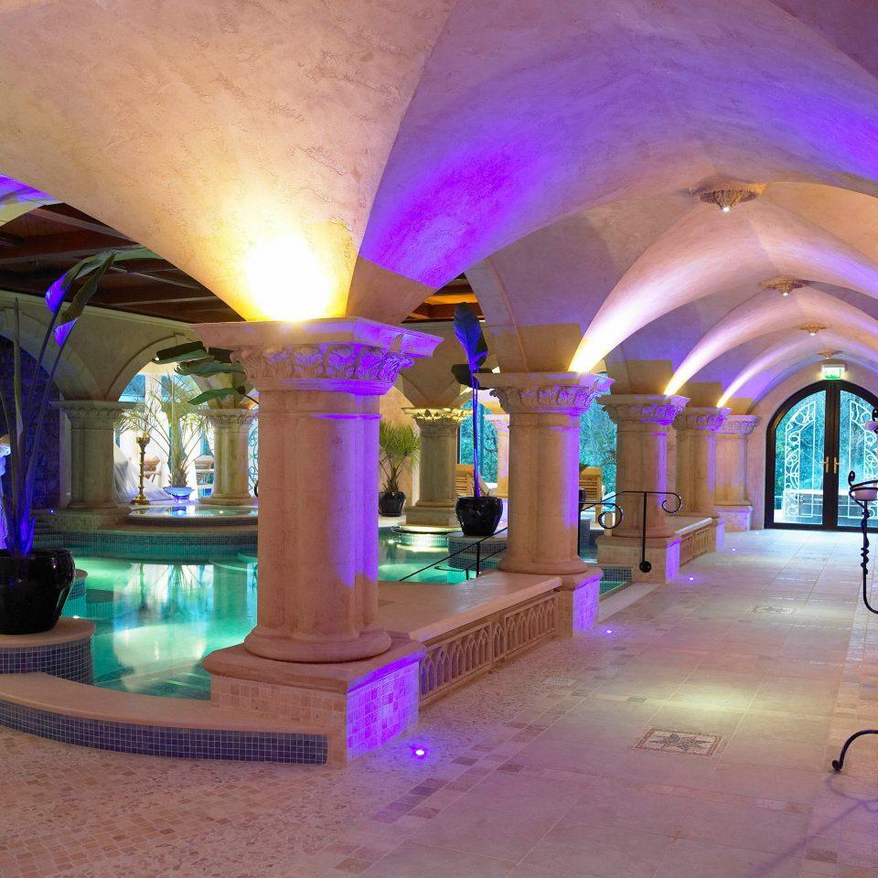Elegant Pool color lighting arch
