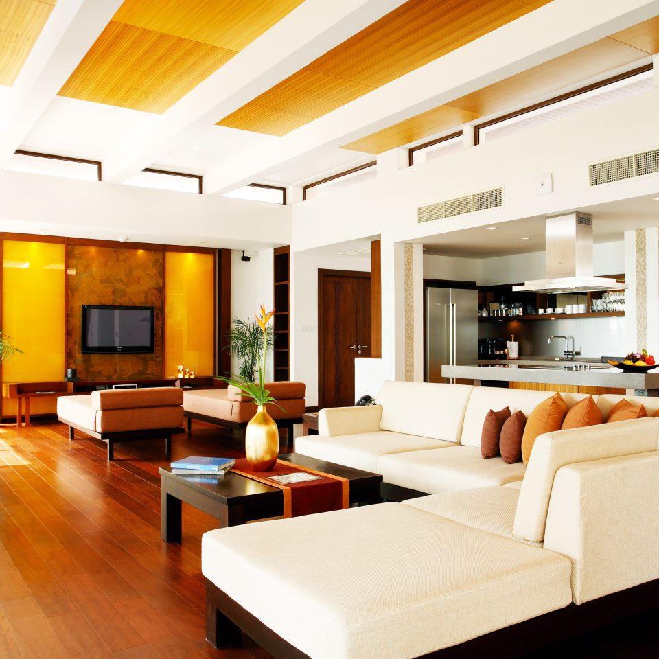 Entertainment Family Kitchen Resort sofa property living room condominium Suite home hardwood Villa recreation room mansion loft Modern flat
