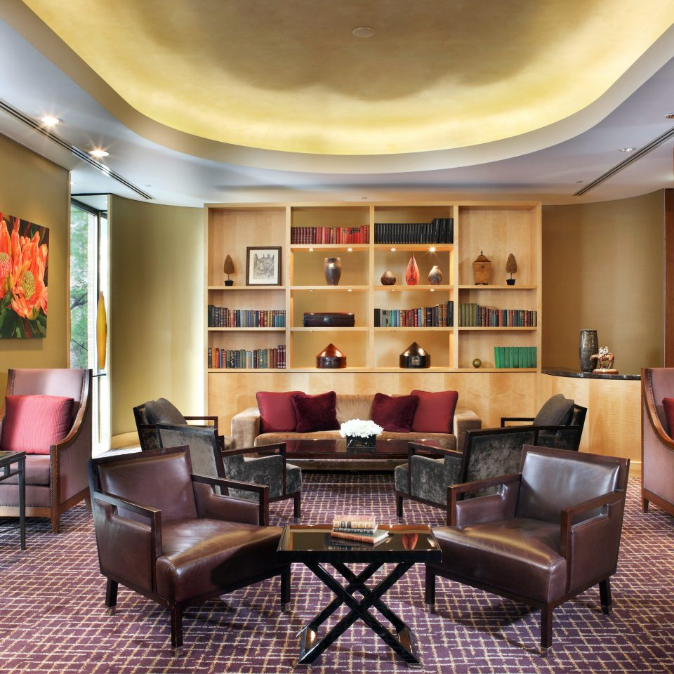 Entertainment Lounge Resort chair property living room Lobby recreation room Suite condominium