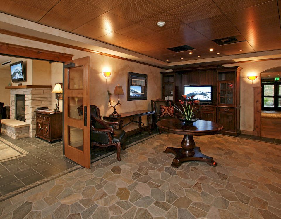 Entertainment Lounge Resort Lobby property recreation room home living room mansion flooring basement