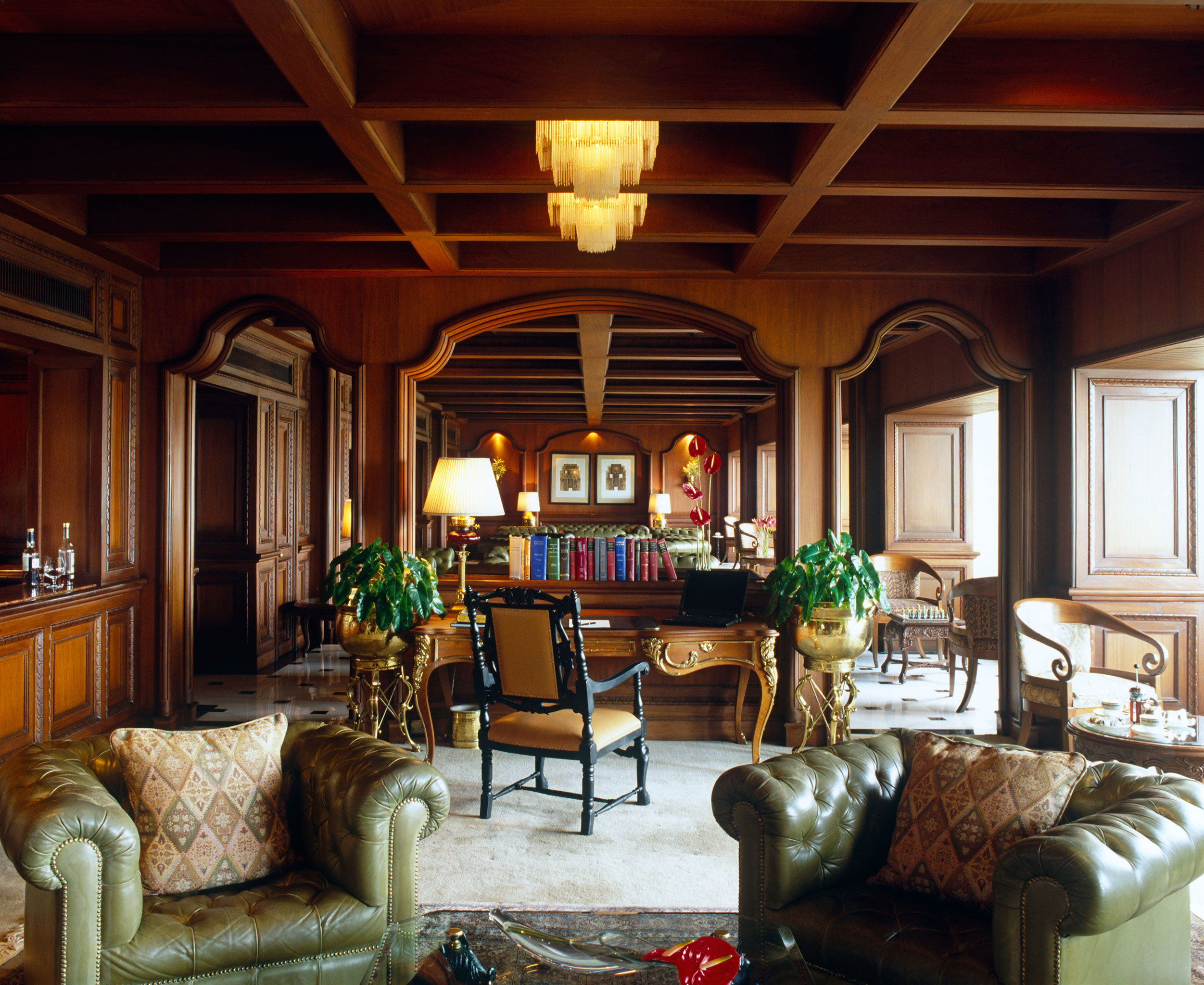 Entertainment Lounge Luxury living room property home recreation room log cabin cottage mansion leather