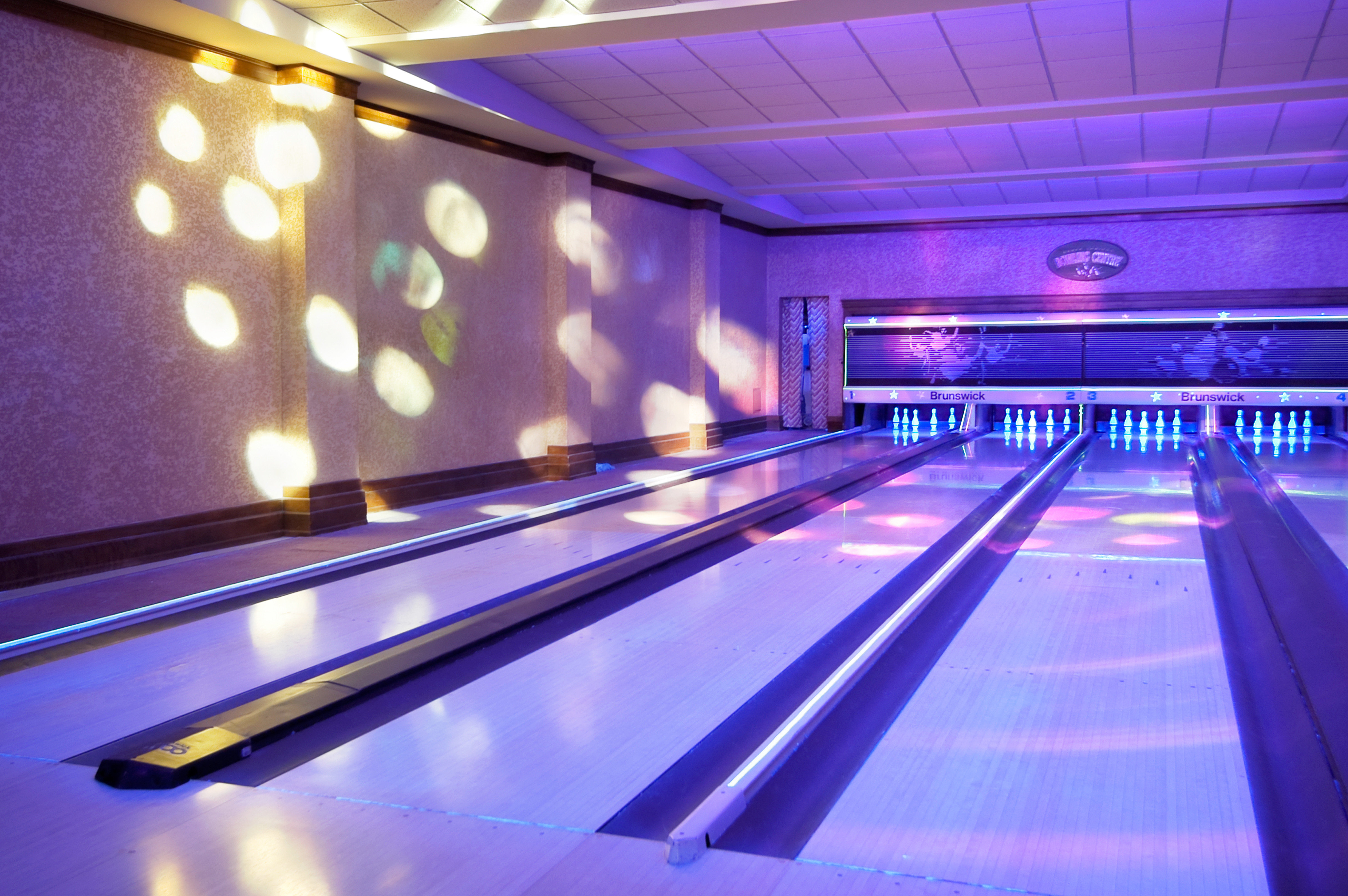 Entertainment Nightlife Play Resort bowling ten pin bowling ball game sports Sport team sport leisure centre individual sports billiard room luxury vehicle