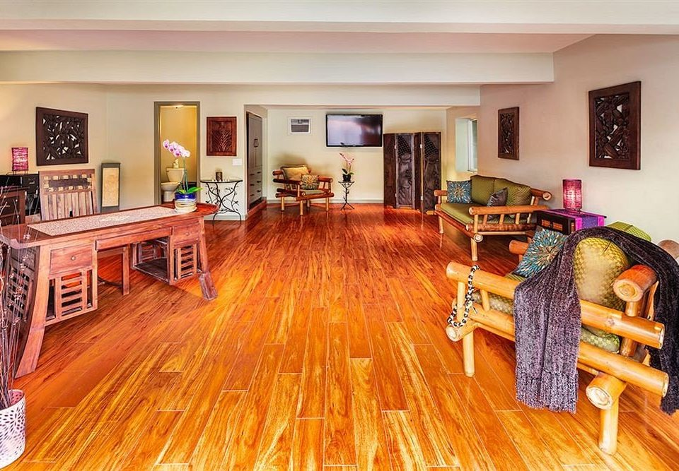 Entertainment Resort property hardwood living room home wood flooring flooring cottage hard laminate flooring recreation room
