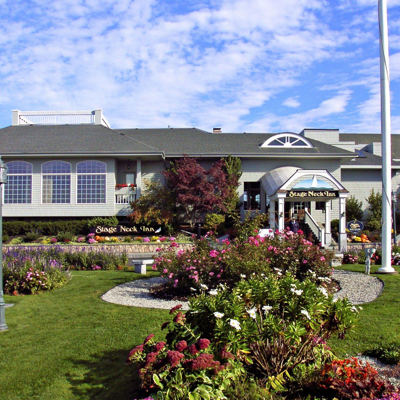 Exterior Inn grass sky building flower house property residential area home Garden yard backyard lawn suburb Resort cottage sign