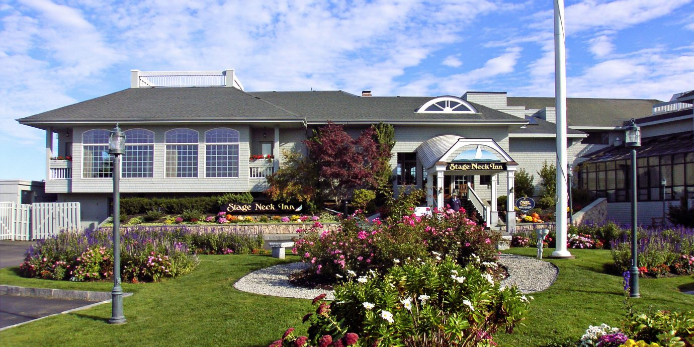 Exterior Inn grass sky building flower house property residential area home Garden yard backyard lawn suburb Resort cottage sign