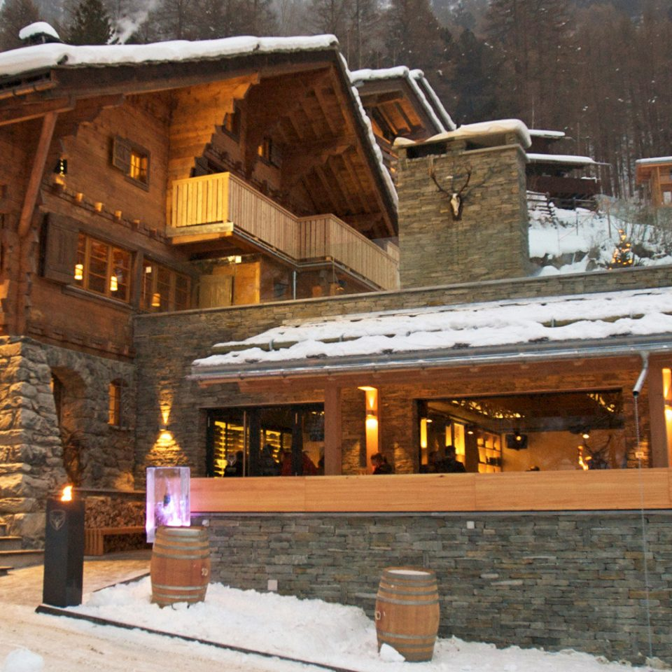 Exterior Grounds Lodge Modern Mountains Ski house snow weather Winter season log cabin home christmas decoration