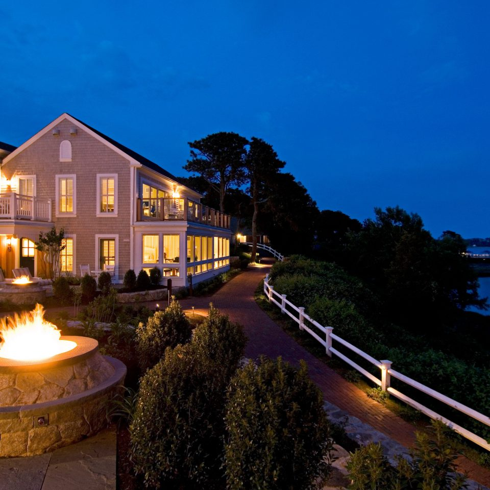 Exterior Grounds Natural wonders Nature Outdoors Resort Scenic views Waterfront sky night evening dusk mansion