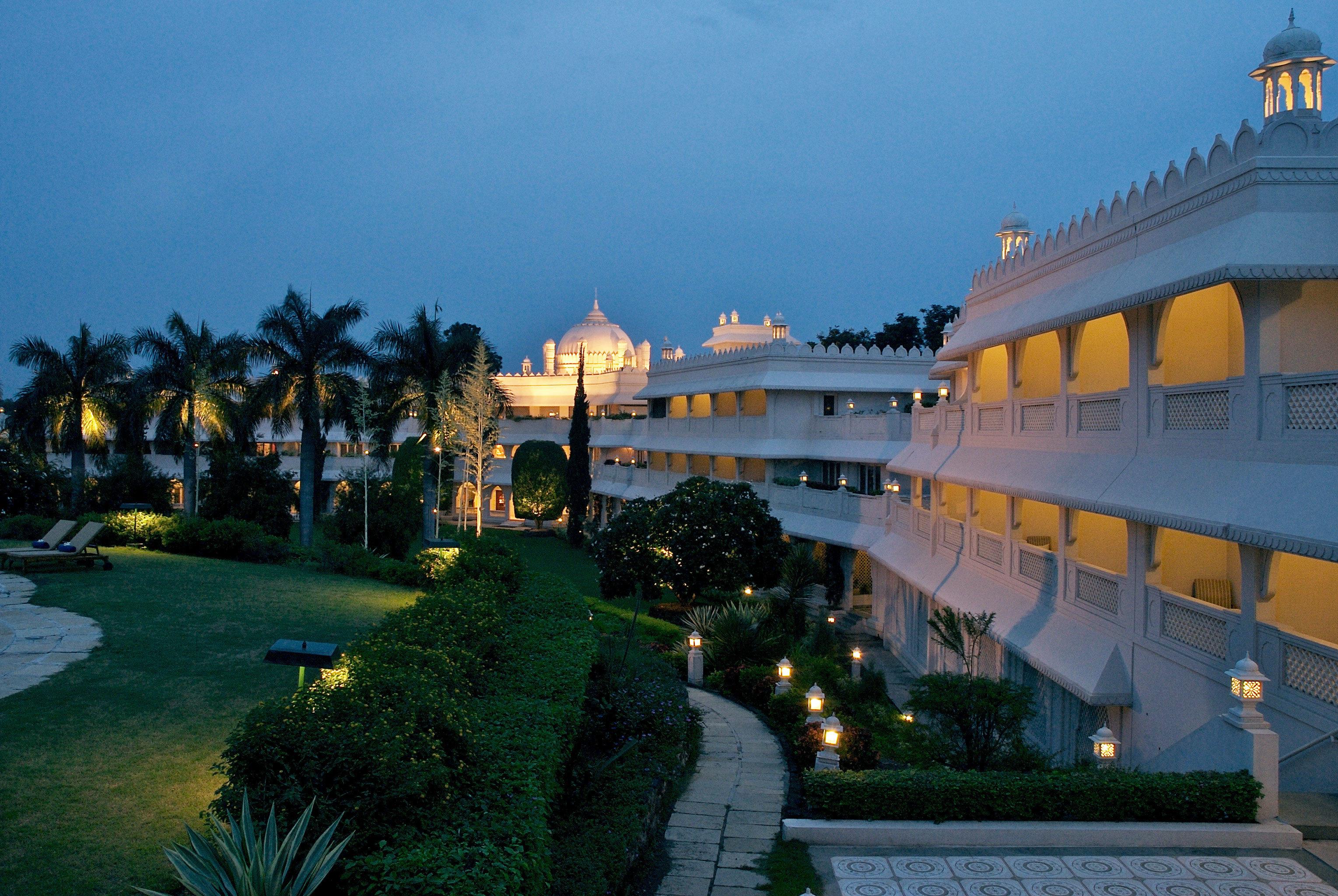 Exterior Grounds sky Resort Sea yellow palace place of worship