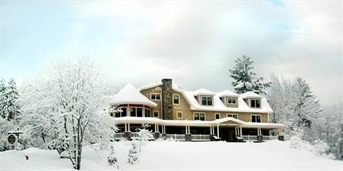 Exterior Inn tree snow sky Winter weather home Nature season mansion Resort traveling day