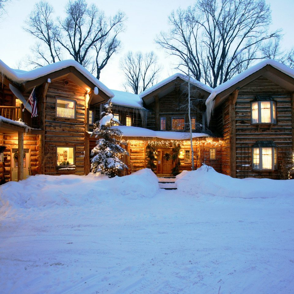 Exterior Inn Rustic tree snow building sky house Winter home weather log cabin season residential area neighbourhood Resort cottage residential Town