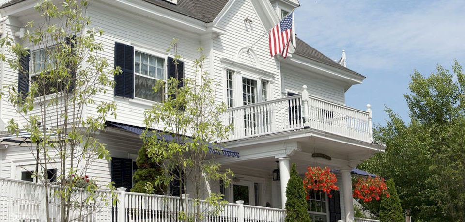 Exterior Inn building tree property house home siding residential area porch condominium cottage Villa mansion outdoor structure