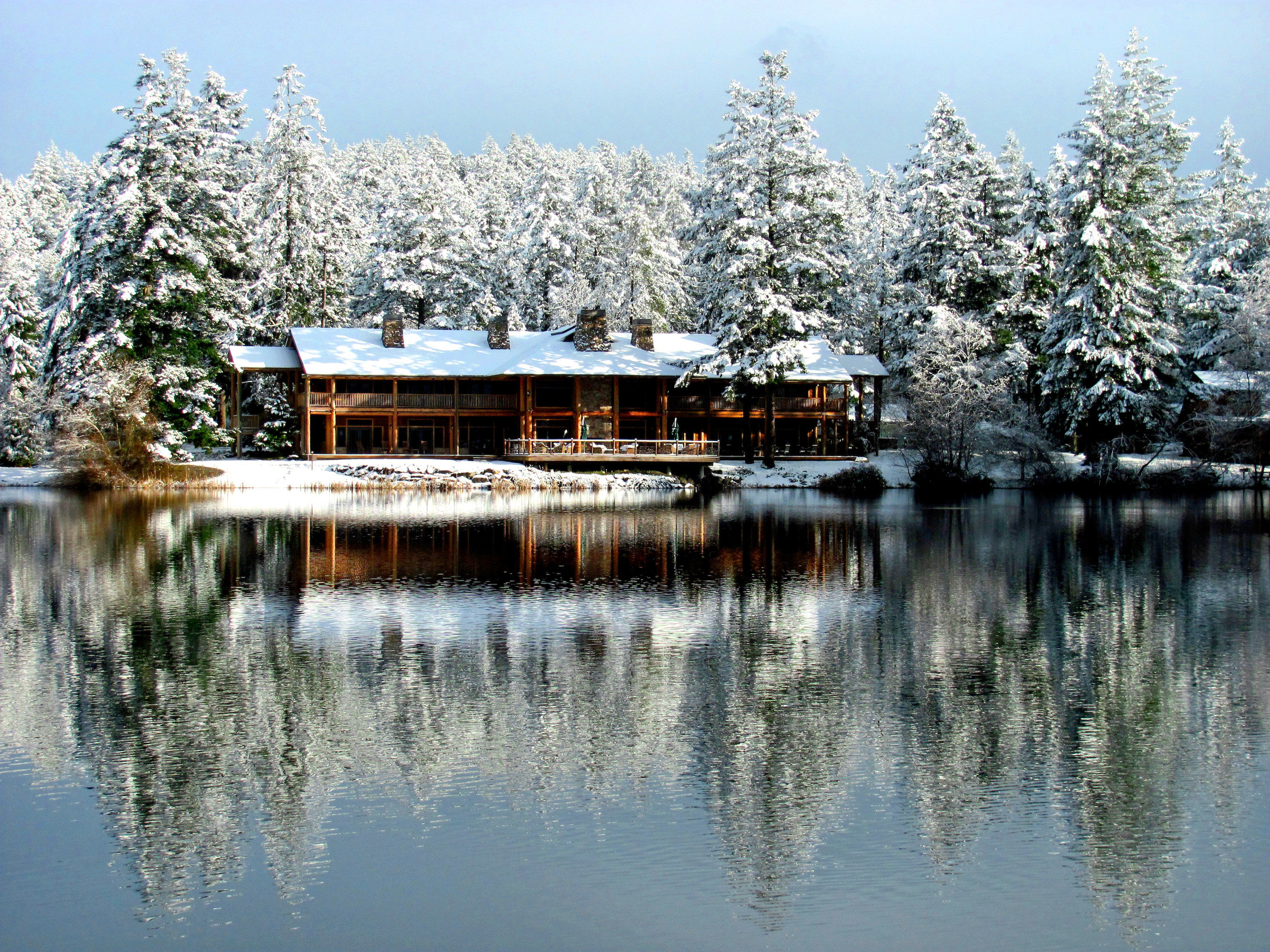 Exterior Lake Lodge Outdoors Resort Rustic Scenic views sky water tree Nature Winter pond season snow plant woody plant flower surrounded traveling day