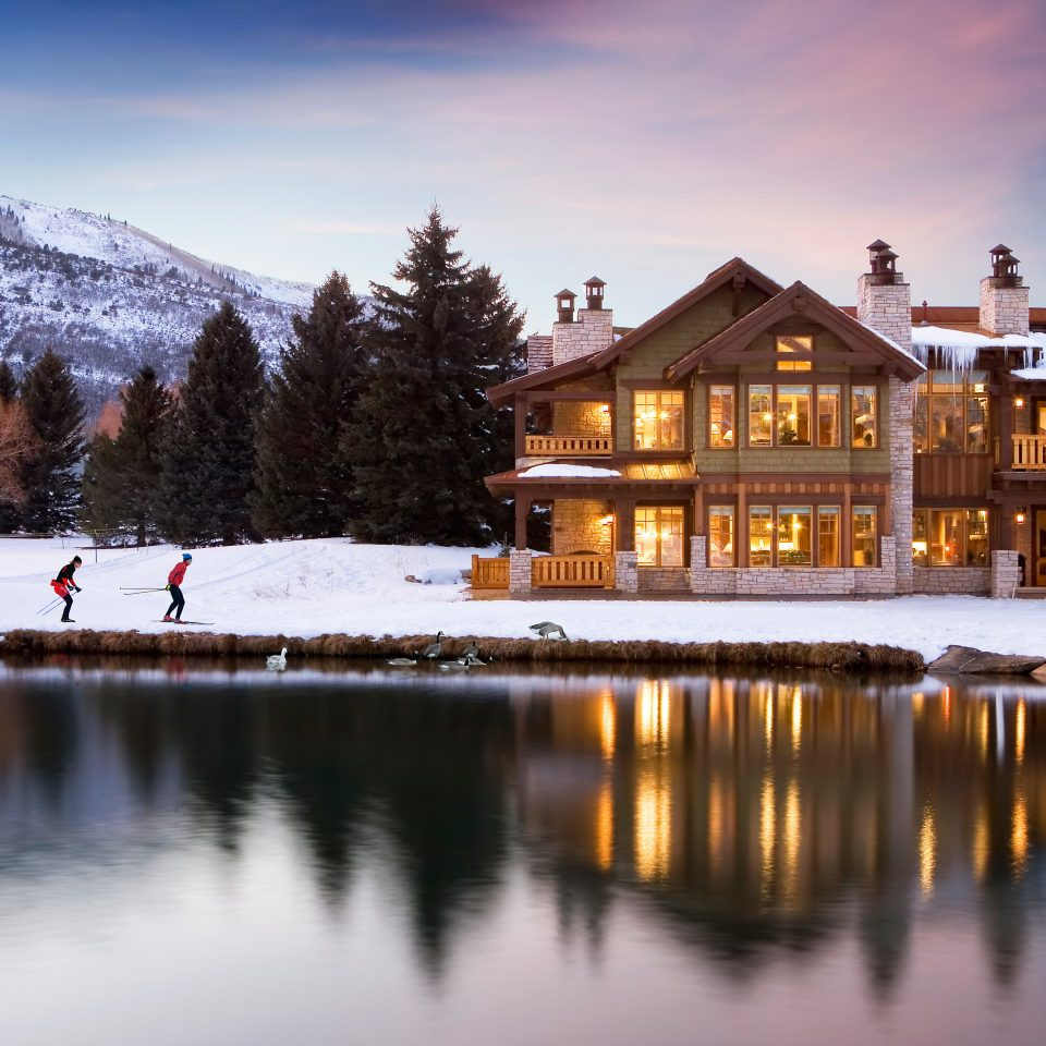 Exterior Lodge Nature Outdoors Scenic views sky snow Winter tree scene season house night mountain evening morning Lake dusk home Resort mountain range surrounded
